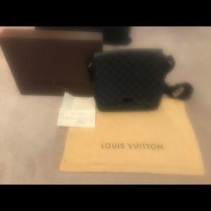 Authentic Loui Vuitton Messanger